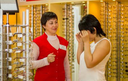 Наши клиенты с миопией или гиперметропией всегда имеют выбор –купить готовые очкиили заказать их изготовление.Дешевые очкинравятся многим – не нужно ждать изготовления, стоимость невысока, также они подходят по количеству диоптрий. Люди хотяткупить очки недорого, но не подозревают о том, какую опасность несут в себеготовые очки. В чем же риск? Помимо количества диоптрий очки различаются очень […]