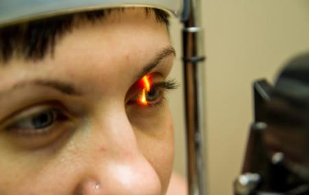 На прием к офтальмологу следует приходить без косметики, особенно нежелательно наличие туши на ресницах. Контактные линзы перед приемом необходимо снять. По возможности в день приема используйте для коррекции зрения очки. Для подбора очков желательно взять с собой свои прежние очки. В день приема у офтальмолога избегайте вождения автомобиля. Вполне возможно, что на приеме врачу придется […]